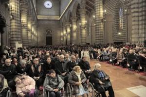 L'assemblea dei fedeli in cattedrale