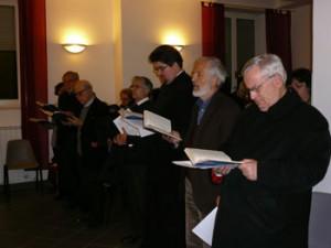 Da destra il vescovo Bassetti, il pastore Genre, Ionut Radu all'incontro nella chiesa evangelica valdese