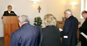 La Pastora Katrin Zanetti il giorno dell'inaugurazione della nuova Chiesa valdese di Perugia nel 2009. Era presente l'arcivescovo mons. Giuseppe Chiaretti