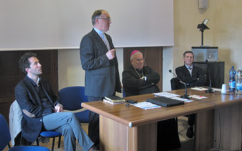 Da sin il sindaco Boccali, don Tadeusz, mons. Bassetti e Santeusanio
