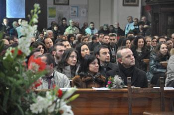 La messa con le giovani coppie nella basilica di San Valentino