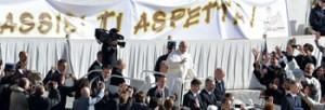 Lo striscione portato dagli assisani in piazza San Pietro