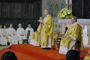 Mons. Mario Ceccobelli con il clero
