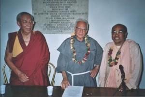 Da sinistra, Ven. Sonam Cianciub, padre Massimiliano Mizzi, S.S. Swami