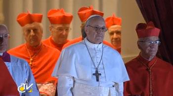Jorge M. Bergoglio  appena eletto Papa si affaccia dal balcone di San Pietro