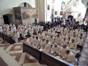 Sacerdoti alla celebrazione del centenario del Seminario Regionale