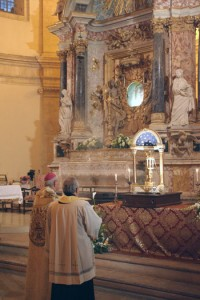 La celebrazione all'interno del tempio della Consolazione