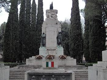 La lapide al monumento ai caduti ternani ingresso passeggiata