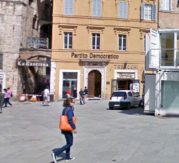 La sede perugina del Pd in piazza della Repubblica