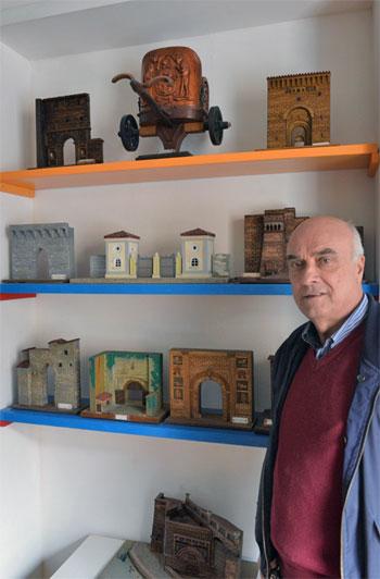 Franco Marciano con le sue opere