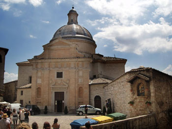 Il convento - chiesa Nuova di Assisi (foto di Gregory Dyer)