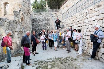 Il gruppo di pellegrini in Terra Santa con il Vescovo