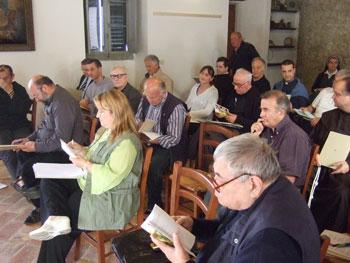 Lavori di gruppo durante un'assemblea ecclesiale