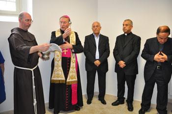 """Mons. Ernesto Vecchi durante la benedizione del nuovo Centro Caritas """"Sant'Antonio"""""""