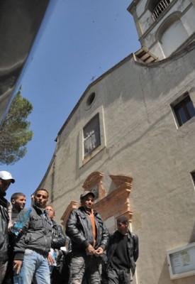 Un gruppo di rifugiati libici ospitati a Colleumberto nel 2011