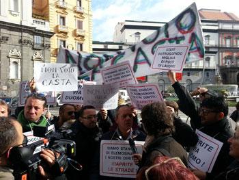 protesta-contro-casta-privilegi-manifestazione-crisi