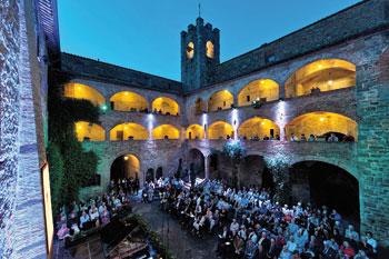 Suggestiva cornice per il concerto inaugurale dell'edizione 2011 del Trasimeno Music Festival