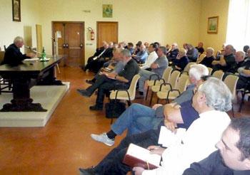 Mons. Tuzia presiede la riunione del clero