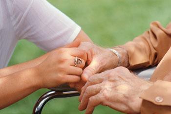 mani-assistenza-anziani