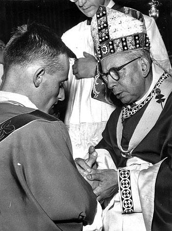 Mons Ernesto Vecchi nel giorno della sua ordinazione sacerdotale