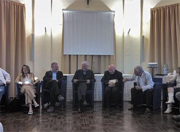 La riunione costitutiva al Serafico, al centro don Vittorio Peri e mons. Domenico Sorrentino