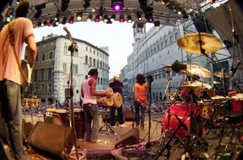 Un concerto della scorsa edizione in piazza IV Novembre