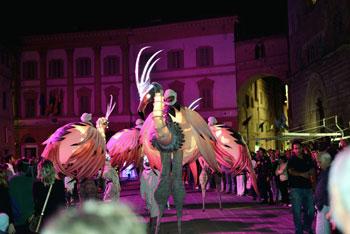 """""""Les Flamants Roses """" - Compagnie Remue Mènage """" alla XXXIII edizione della Notte Barocca"""