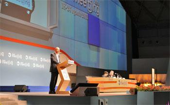 Un momento dell'intervento del premier Letta al Meeting. Al tavolo dei relatori Guarnieri e Vittadini