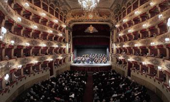 Il concerto inaugurale al teatro Morlacchi a Perugia
