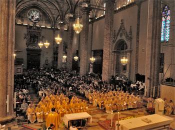 In cattedrale la messa crismale (2011) con tutte le componenti della comunità ecclesiale