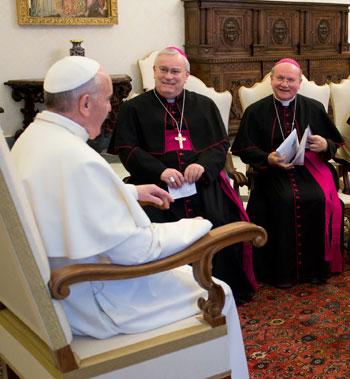 Papa Francesco a colloquio con mons. Bassetti e mons. Sorrentino