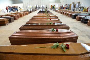 Le bare degli immigrati morti in mare il 3 ottobre (Lampedusa, 7 ottobre)