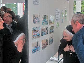 La mostra fotografica allestita presso la biblioteca comunale