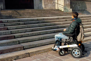 barriere-architettoniche-scale-carrozzina-disabili