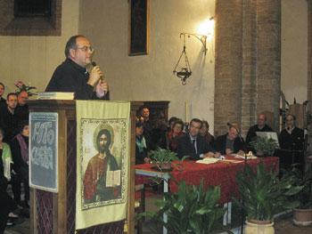 Don Mario Cornioli durante il suo intervento