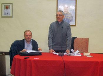 Mons. Cancian e don Romano Piccinelli durante la lezione introduttiva