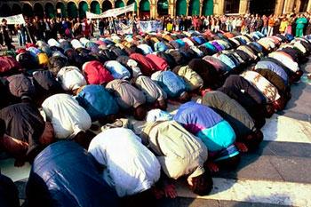islamici-musulmani-in-preghiera
