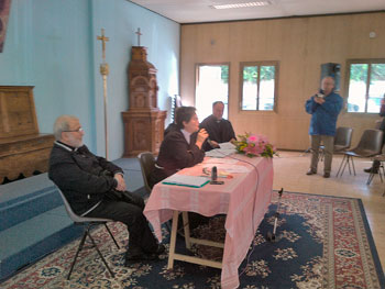La conferenza tenutasi nel prefabbricato-chiesa di via dell'Acacia