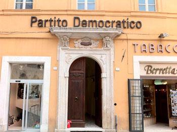 La sede provinciale del Pd in piazza della Repubblica a Perugia