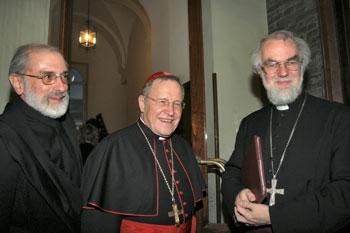 Il card. Kasper (al centro) durante un incontro ecumenico