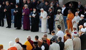 Assisi, la Giornata del 25° dell'incontro di preghiera tra le religioni voluto da Giovanni Paoo II nel 1986, presieduta da Benedetto XVI