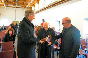 L'arcivescovo Renato Boccardo con al centro il card. Elio Sgreccia