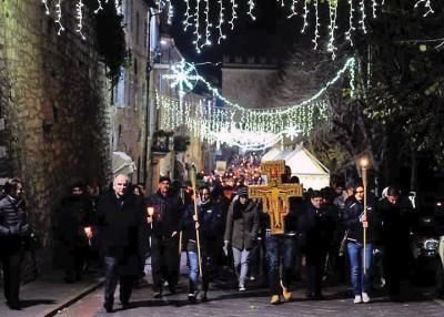 Il pellegrinaggio per le vie di Assisi