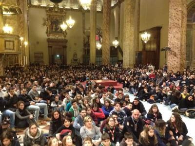 Giovani alla veglia d'avvento con il vescovo Bassetti