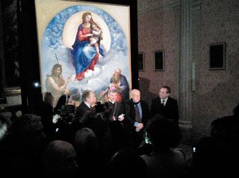 La conferenza stampa di apertura della mostra con le autorità e il vescovo