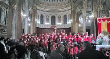 Il coro degli alunni della scuola primaria e secondaria nella basilica di San Benedetto