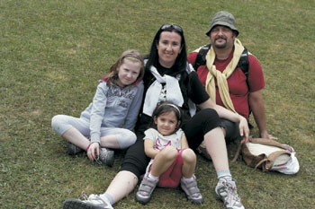 I coniugi Tomassi con le figlie Celeste e Carolina