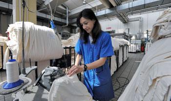 lavoro-donna-settore-tessile