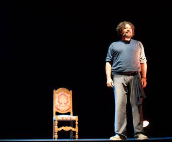 """Pietro Sarubbi durante lo spettacolo """"Il mio nome è Pietro"""""""