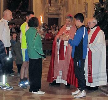 Il vescovo Sigismondi con i ragazzi del Csi di Foligno per la festività di San Feliciano